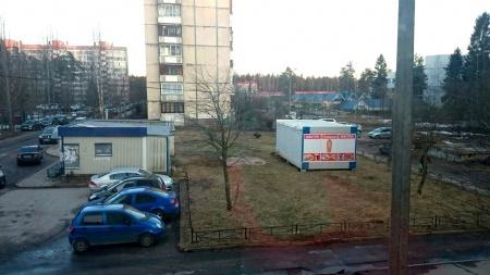 """""""Новости малого бизнеса"""": В Сертолово ларек «воткнули» в середину газона"""