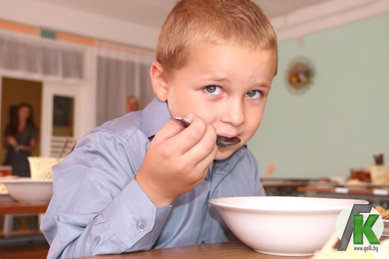 Петербургских школьников кормят, как в СИЗО